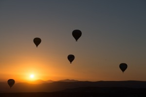 hot-air-ballooning-436442_1920